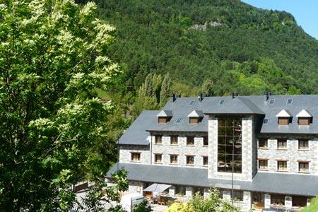 hotel camping bielsa exterior